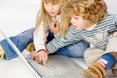 Niños con ordenador_vamos creciendo